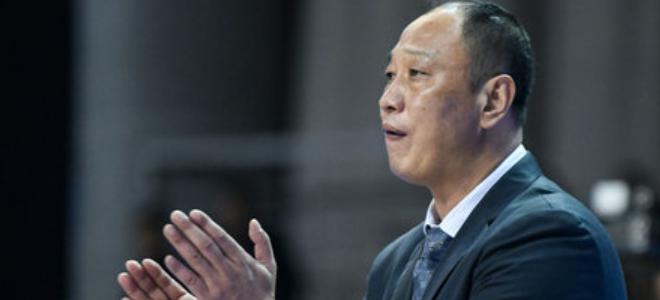 崔万军:杨作为1号位抢了15个篮板球,其他人需要学习