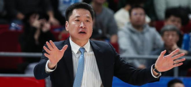 李春江:年轻球员不太适应高强度对抗,但拼劲值得表扬