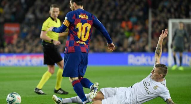 阿尔巴梅西失良机贝尔进球被吹,巴萨0-0皇马