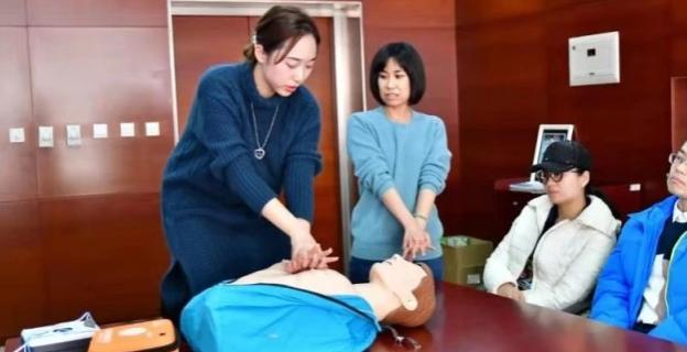 为球迷提供保障服务,青岛队开展急救与心脏复苏职工培训