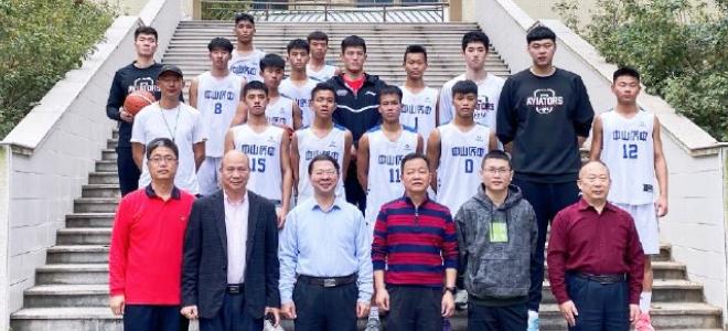 传递篮球魅力,深圳男篮白昊天等人参加校园活动