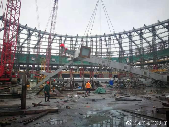 记者:浦东足球场完成整体结构封顶,将承担世俱杯任务