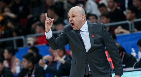 雅尼斯:整场比赛打得很拼,但篮板球展现很大题目