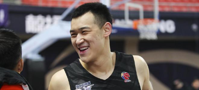 北京男篮遭遇内线伤病危机,小将赵晏满有望迎来首秀