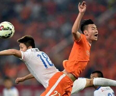 记者:鲁能后卫李松益正跟随广州富力训练