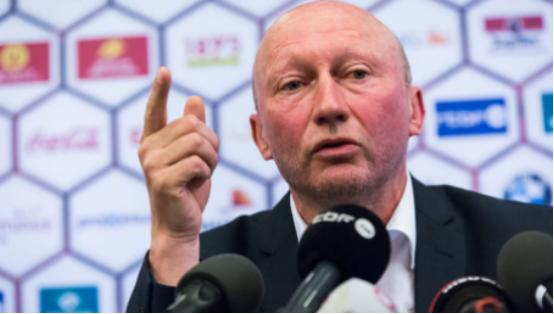 沪媒:新一届国足将配备两名外籍助理教练