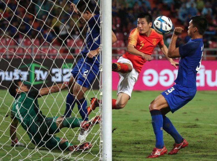 路透社评论:欧洲豪门明年会签下中国球员刺激商业收入