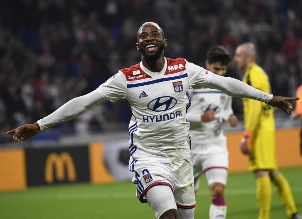 天空体育:切尔西考虑签下里昂前锋穆萨-登贝莱