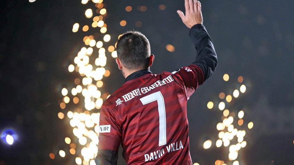 盛大告别!比利亚随神户胜利船捧起2020年足坛首座冠军