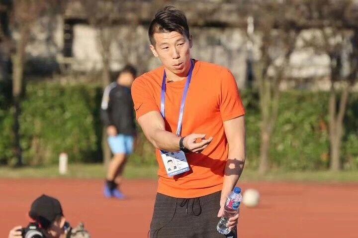 前申花球员吴伟超:中国足球起码还有50%上升空间