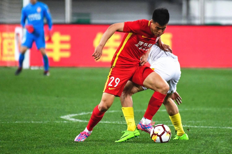 记者:谭龙转会国安基本告吹,姜涛随队冬训但尚未续约