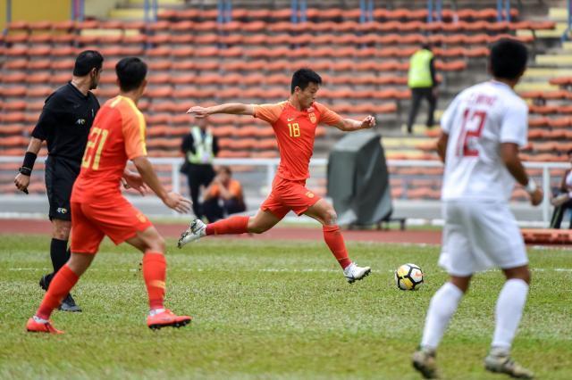 国奥历经12小时抵达比赛地泰国宋卡,球员抓紧恢复体能