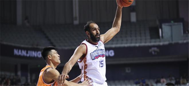 抢疯了!哈达迪单节16篮板创本赛季球员单节篮板纪录