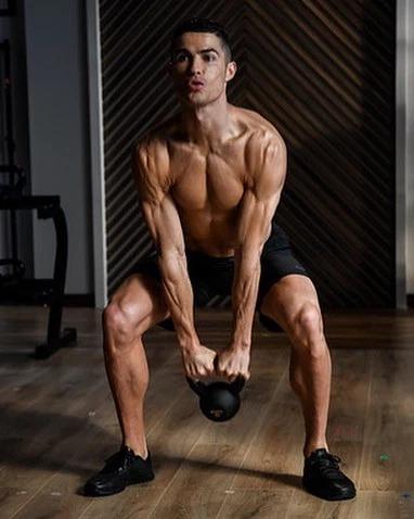 品品这身材,尤文放假,C罗独自训练晒魔鬼肌肉训练照