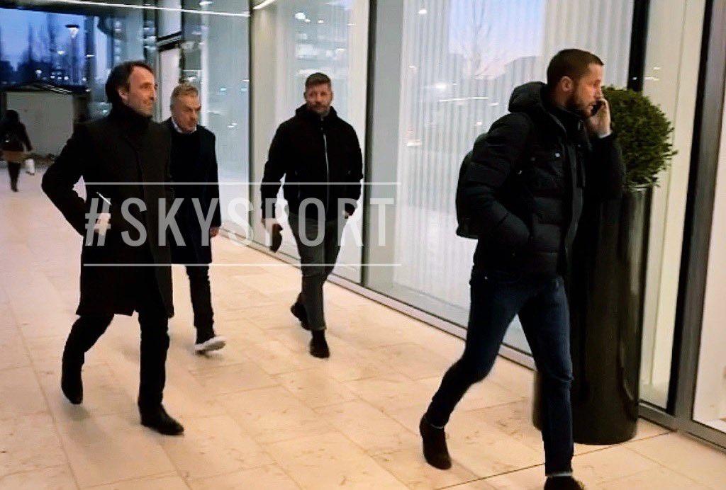 名记:吉鲁和国米已经谈妥待遇,他的经纪人现身在米兰城