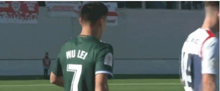 GIF:武磊获单刀球机会,盘过门将后射门偏出,错失良机