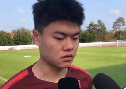杨立瑜:国奥打逆风球能力不行,张玉宁无人可代替