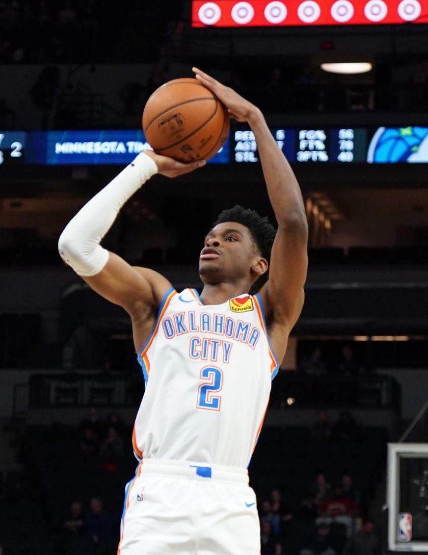 亚历山大成为NBA历史达成20分20板10助攻最年轻球员