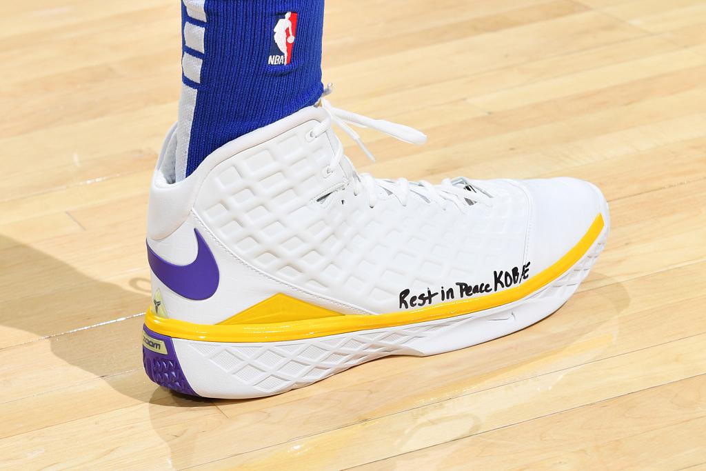 今日球鞋:格林上脚UND X ZK1,哈里斯上脚ZK3 MVP