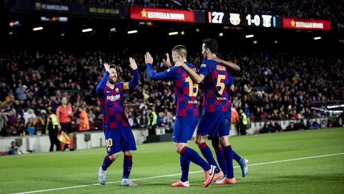 GIF:梅西射门打在后卫身上折射入网,巴塞罗那三球领先