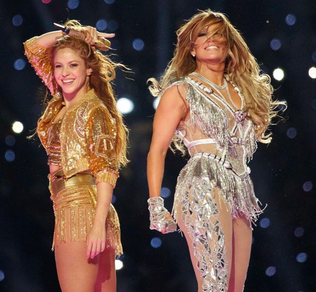 美女特辑:超级碗中场秀嘉宾Shakira和Jennifer Lopez
