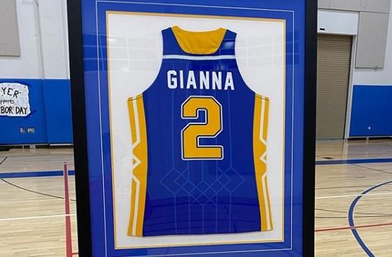 瓦妮莎透露Gigi球衣被母校退役:妈妈永远为你骄傲