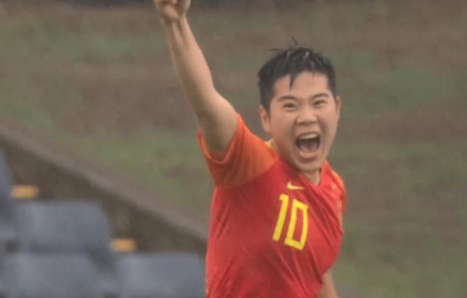 GIF:漂亮开局!李影搓射破门,女足1-0泰国