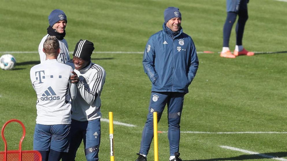 图片报:大战在即!拜仁赛前训练充满欢声笑语