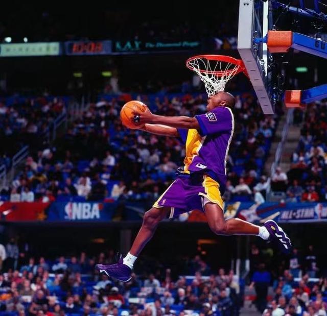 23年前的今天,科比成为联盟历史最年轻的扣篮大赛冠军