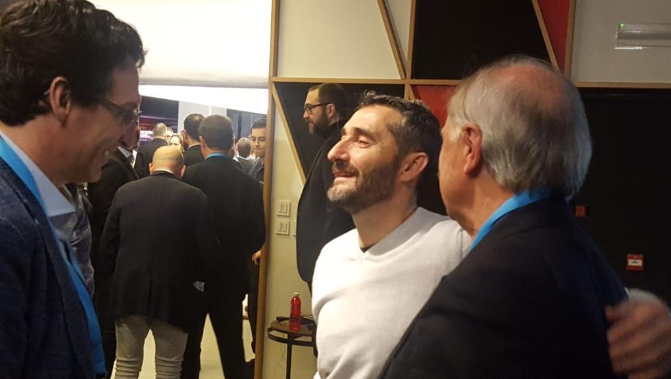 蓄胡子!巴尔韦德离开巴萨后首次公开亮相,参加足球峰会
