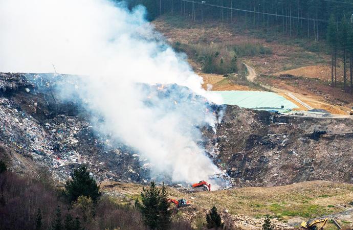 附近垃圾填埋场发生大火,周日埃瓦尔vs皇家社会恐延期