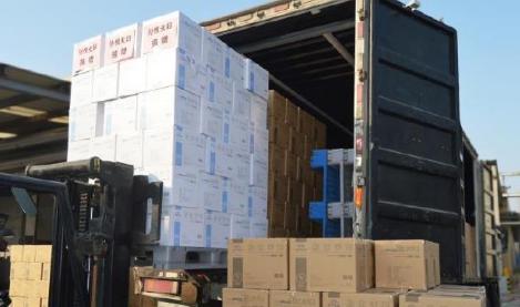 孙悦夫妇采购数箱物资支援湖北,手写卡片寄语医务人员