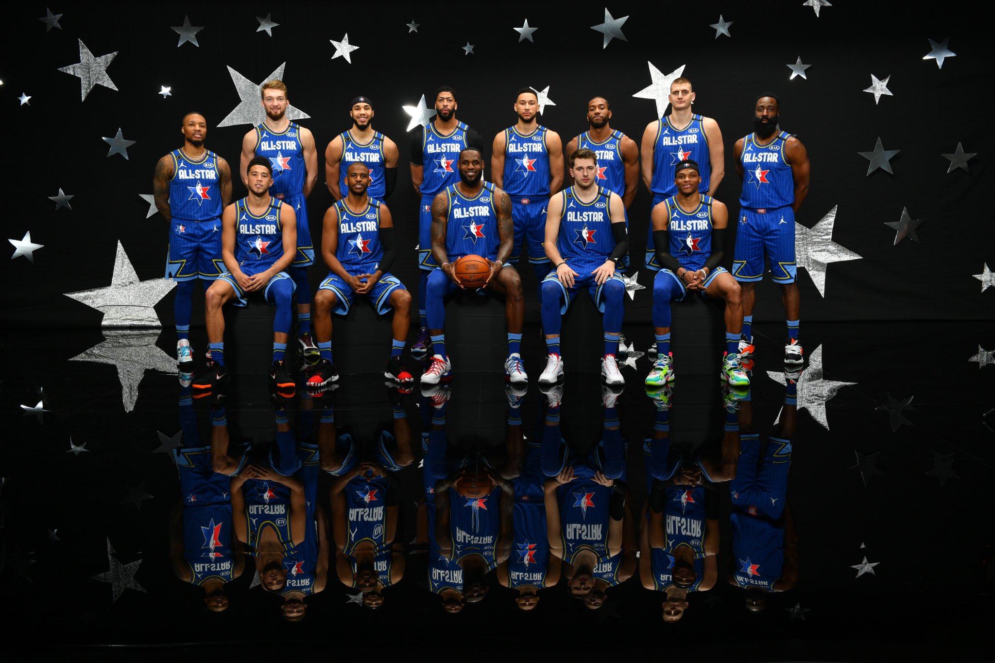NBA官方发布全明星勒布朗队全体球员合照