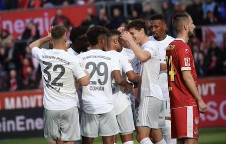 格纳布里双响+中框莱万科曼齐破门,拜仁客场4-1科隆