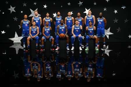 NBA官方公布全明星勒布朗队全体球员合照