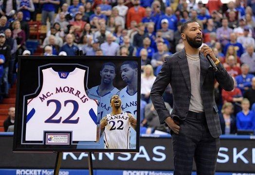堪萨斯大学今日正式退役马库斯-莫里斯球衣