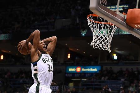阿德托昆博升至雄鹿队史篮板榜第二位