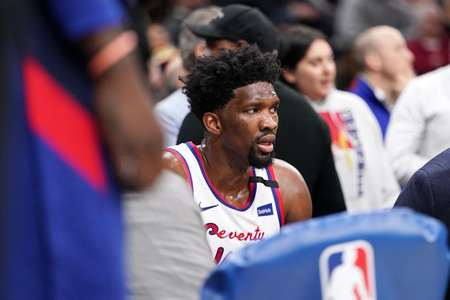 恩比德职业生涯迄今七次获得40分10篮板,队史第四位