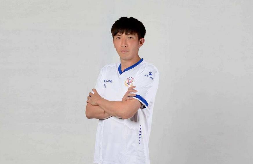 德转确认:95后球员黄俊逸加盟上港,转会费约1000万元