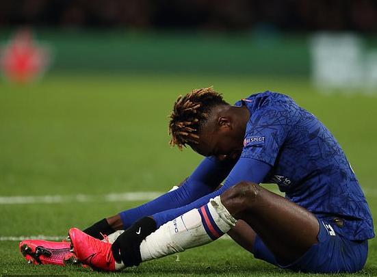 """邮报:亚伯拉罕脚踝再度受伤,预计缺战下周中足总杯"""""""