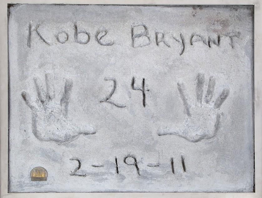 科比曾穿过的球衣、好莱坞手模等纪念品将在4月被拍卖