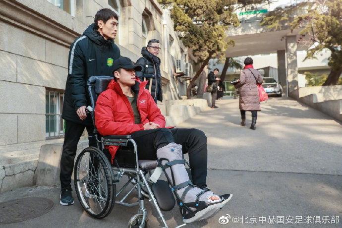 张玉宁:骨骼愈合情况良好,绿茵和足球就在不远的前方