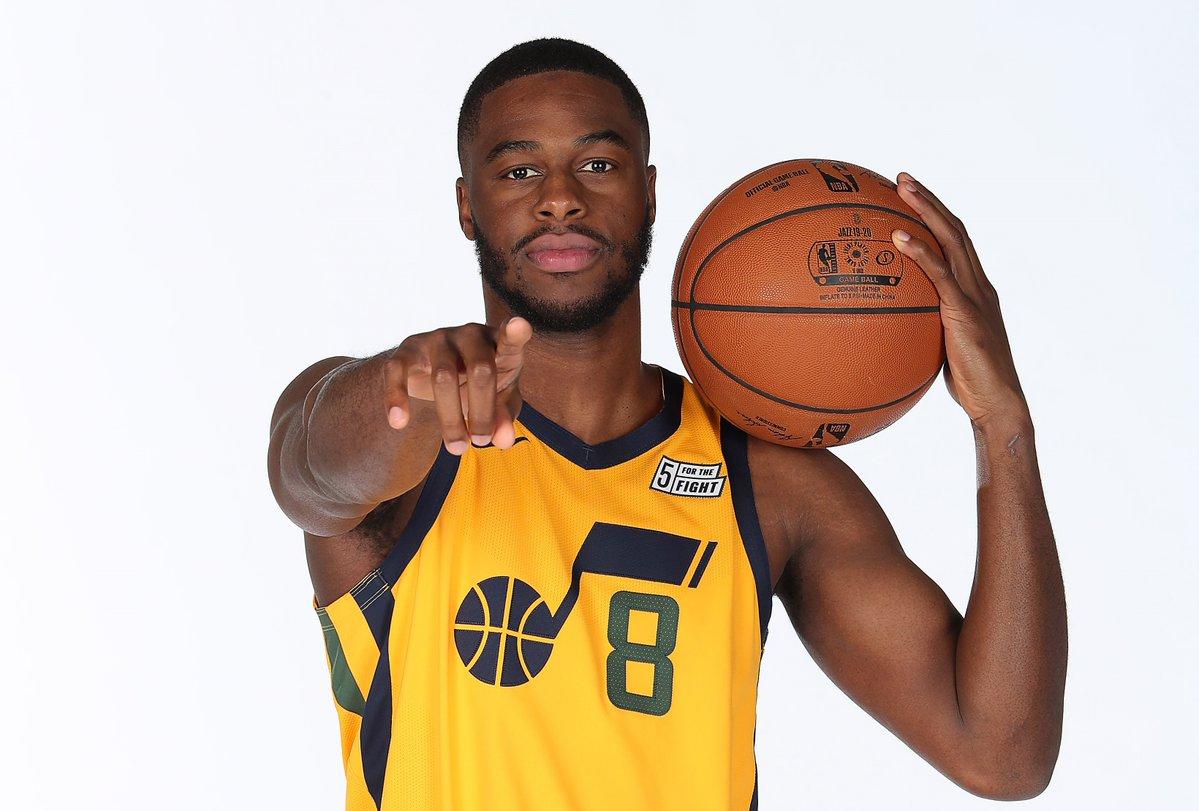NBA官方推特祝爵士球员伊曼纽尔-穆迪埃24岁生日快乐