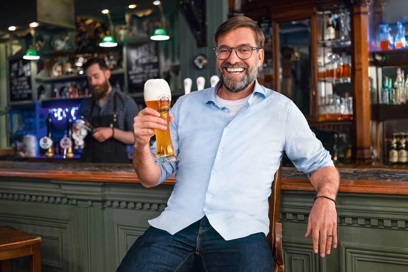 克洛普经常前往酒吧,并且还是德国一啤酒品牌宣传大使