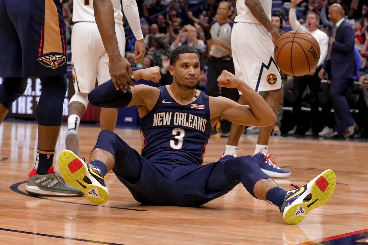 威廉森:哈特有时抢篮板的时候会和队友撞在一起