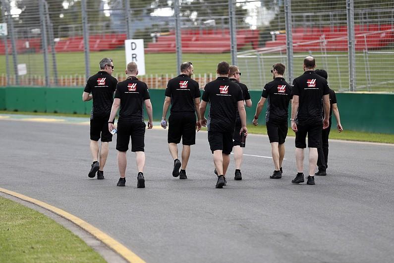 这次大条了,3位F1车队工作人员出现新冠症状