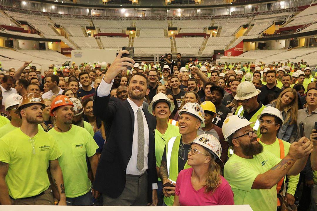 乐福社媒发文宣布将向骑士建设及工作人员捐赠10万美元