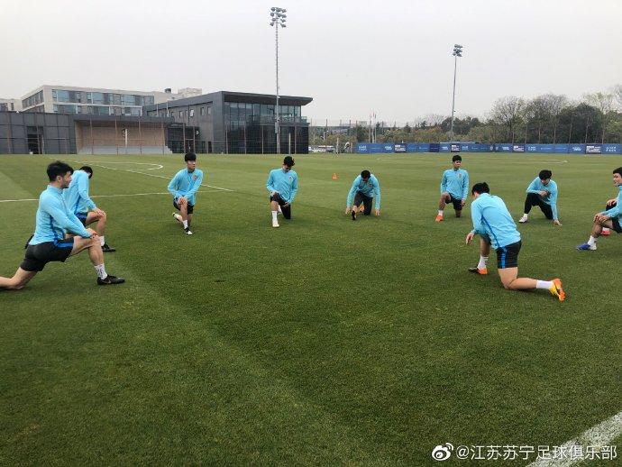 多图流:苏宁球员基地集结,时隔1个多月再开练
