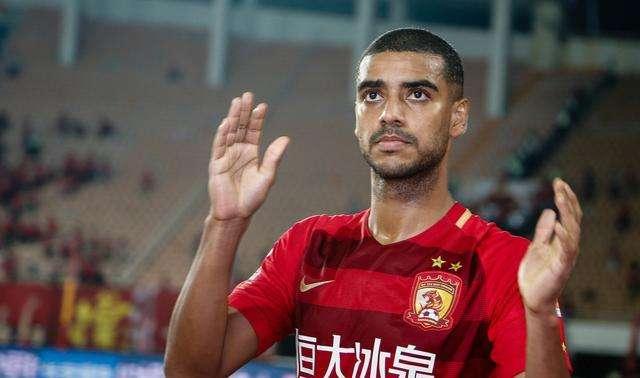 记者:阿兰即便有中国护照,从巴西飞中国航班也不好弄