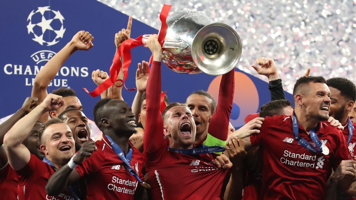 泰晤士报:欧足联考虑8月结束本赛季,并缩短下赛季赛程